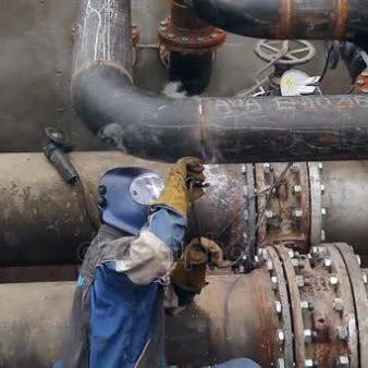 depositphotos_157804532-stock-video-view-on-welder-until-welding